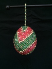 Blown hen egg, completely beaded.